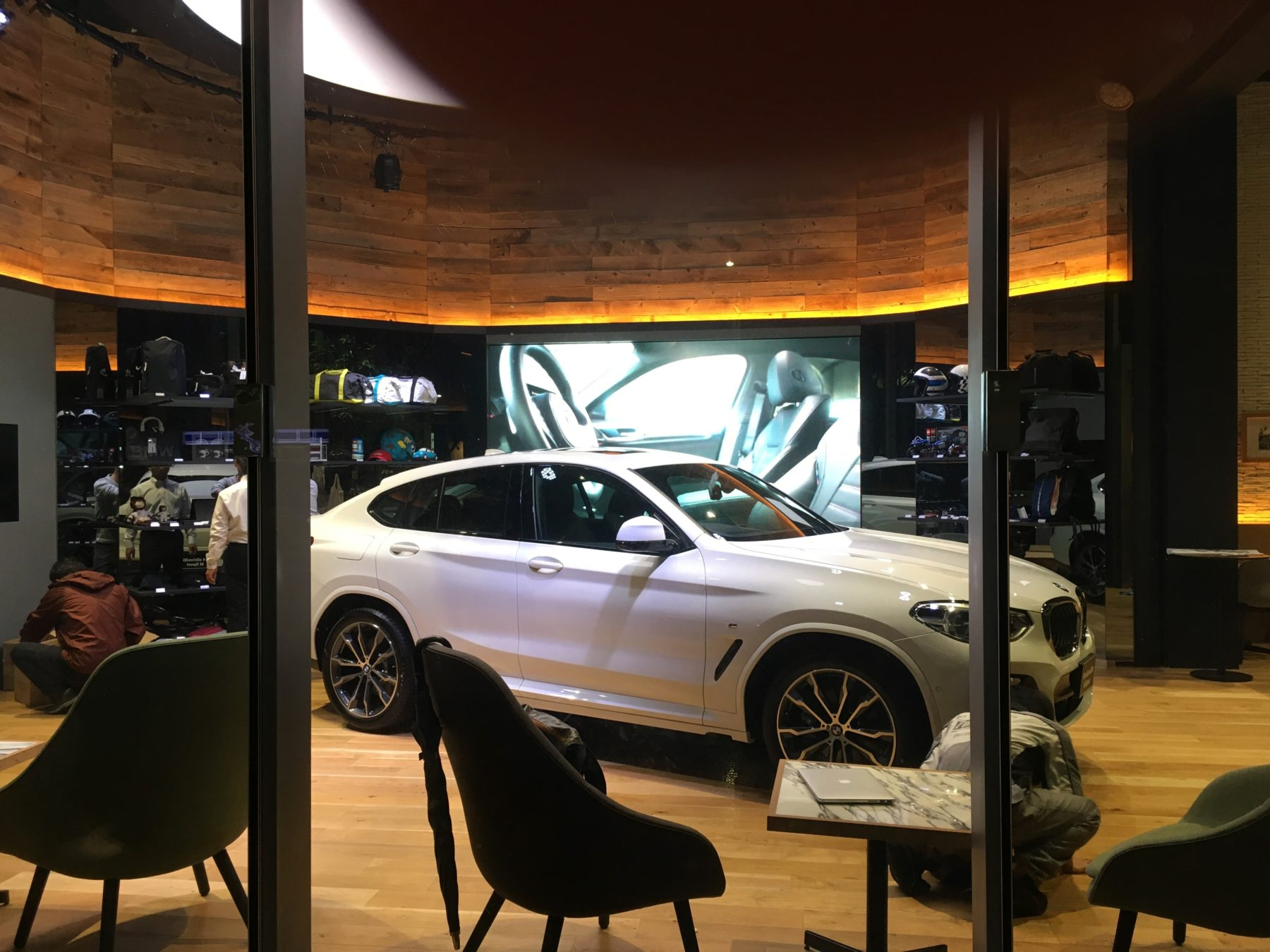 BMW GROUP TERRACE – DEAN & DELUCA CAFE –